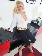 Natural Big Tits Slim Supermodel Body